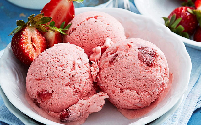 chunky_strawberry_ice_cream.jpg