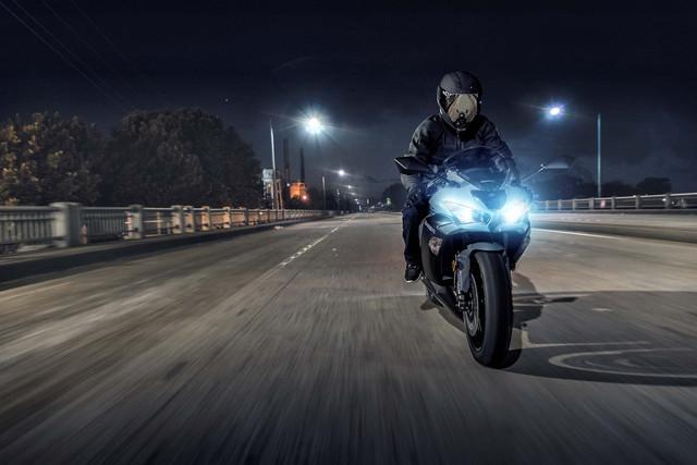 2019-Kawasaki-Ninja-ZX-6-R-17