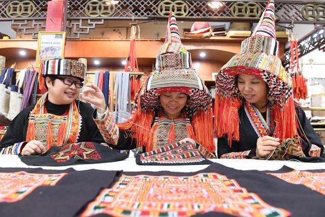 171205 HEZHOU Dec 5 2017 Xinhua Women make costumes of the Yao ethnic group in the Babu District of