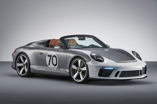 embargo-20-30-cest-8-june-2018-porsche-911-speedster-concept-Copy.jpg