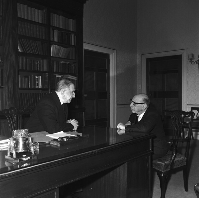 1963_President_de_Valera_with_Stravinsky_on_his_visit_to_Dublin_1963