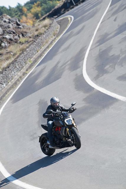 2019-Ducati-Diavel-1260-S-22