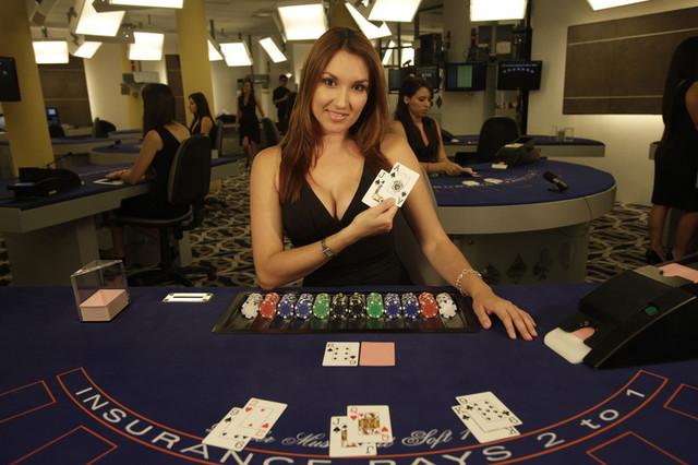 Зачем нужен дилер в покере