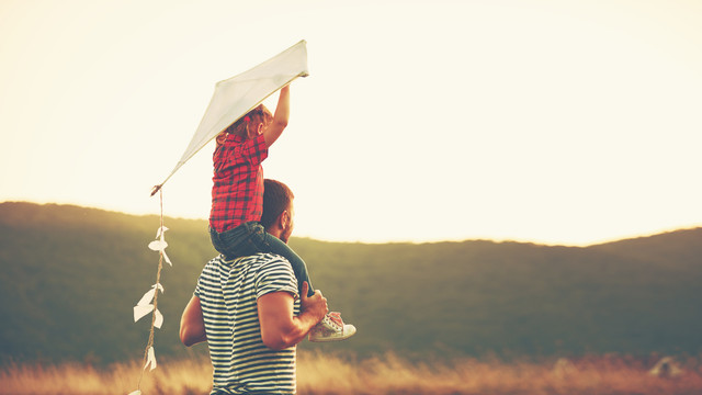 Flying_a_Kite_Family_Parent_and_Child