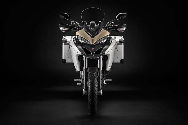 2019-Ducati-Multistrada-1260-Enduro-03