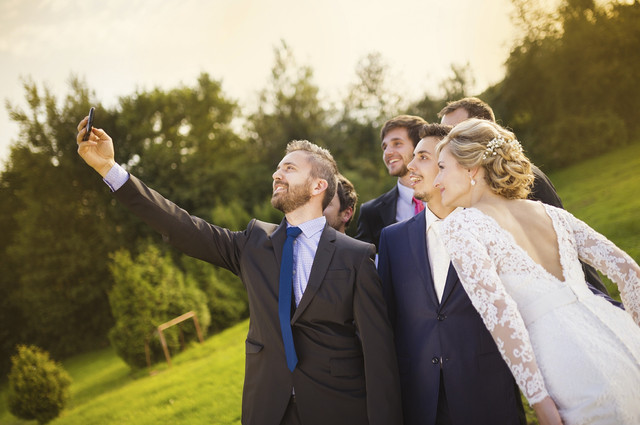Wedding_Selfie_i_Stock_000049826266_Medium