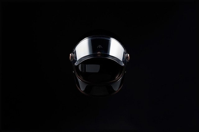 arc-shows-vector-electric-motorcycle-with-knox-smart-armor-and-hedon-hud-helmet-16.jpg
