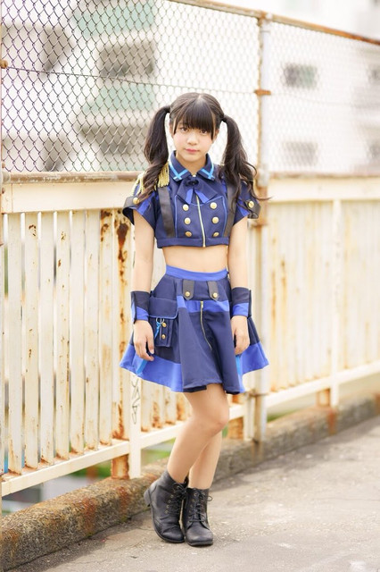 saria-new-group-outfit-02.jpg