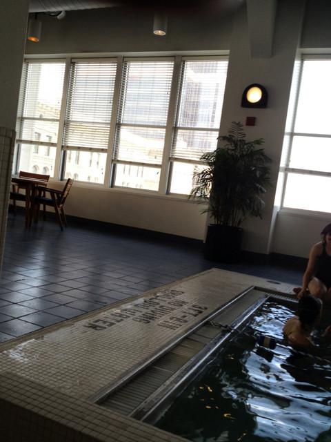 Hotel_Pool_Series_124.jpg