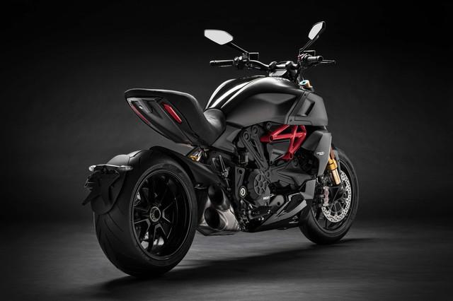 2019-Ducati-Diavel-1260-S-21