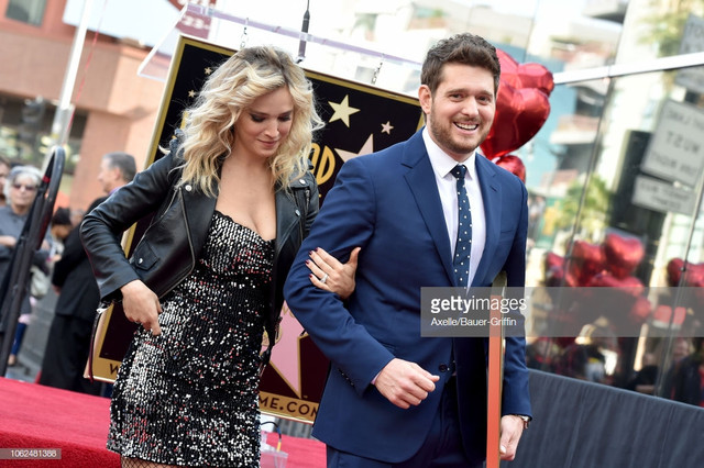 HOLLYWOOD-CA-NOVEMBER-16-Michael-Buble-and-Luisana-Lopilato-attend-the-ceremony-honoring-Michael-Bub