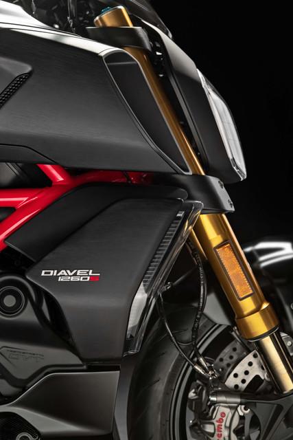 2019-Ducati-Diavel-1260-S-46