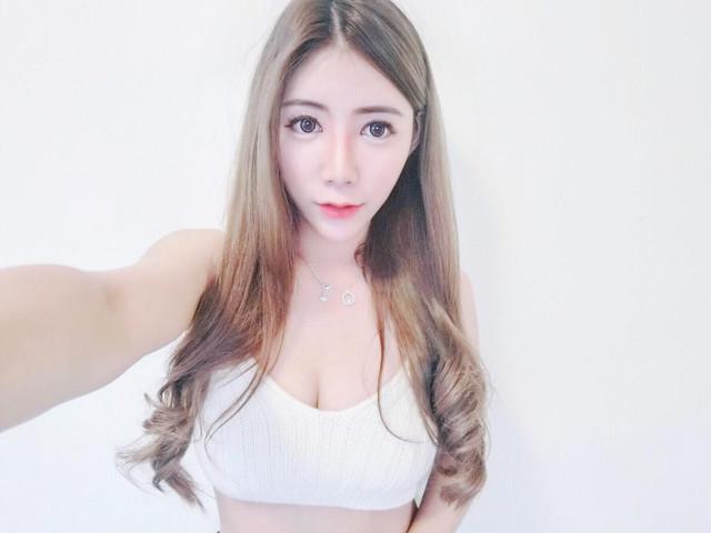 夜場大眼辣妹DJ緊身短裙展露修長美腿_Verna_牛奶糖