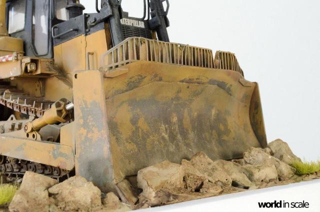 "Caterpillar D9 ""Bulldozer"" - 1:35, based on Meng Models 26024237_964750413692474_6155234189826281669_o"