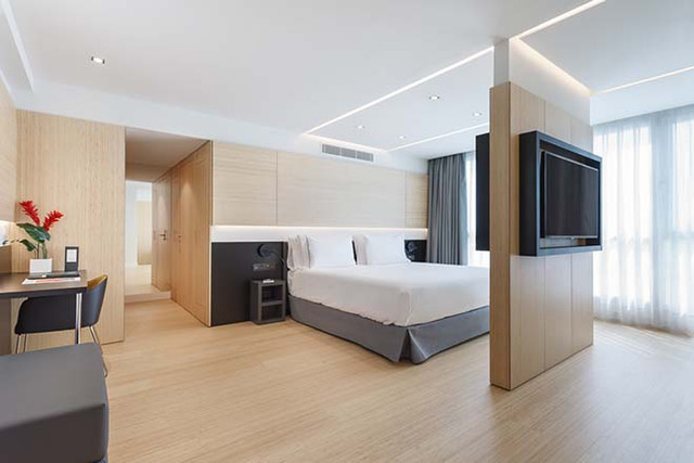 Roomleader_Barcelona_Ronda_Universidad_18_Luc_a_Pons_1500px_01