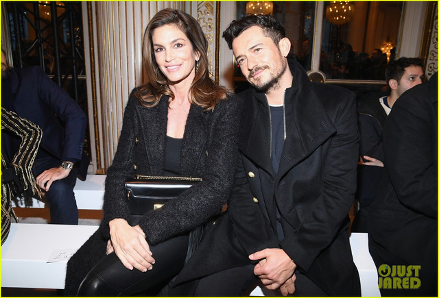 orlando bloom joins cindy crawford front row at balmain paris fashion show 11
