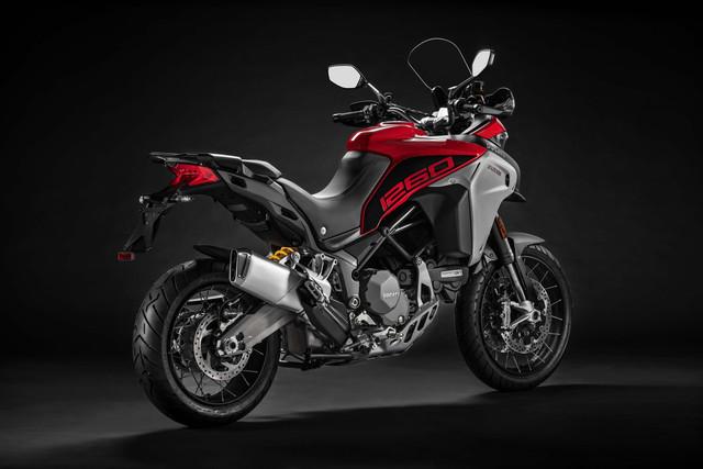 2019-Ducati-Multistrada-1260-Enduro-13