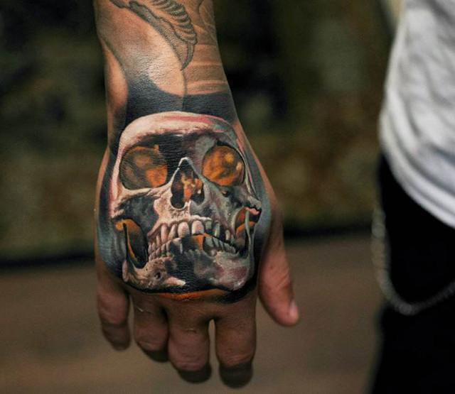 Luis Alberto, Guido Burgstaller, Marcelo Brozovic Tattoos  - Page 6 Artist_denis_sivak_skull_hand_tattoo_16148102723