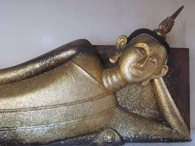 Wat Pa Pradu liegender Buddha auf der linken Seite