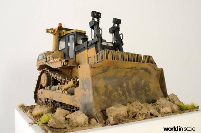 "Caterpillar D9 ""Bulldozer"" - 1:35, based on Meng Models 26114695_964750123692503_5743119319633840548_o"