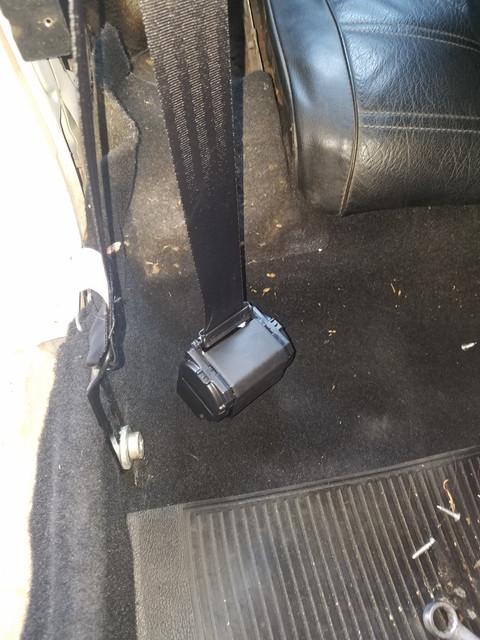 [Image: seat_belt_floor_hole_2.jpg]