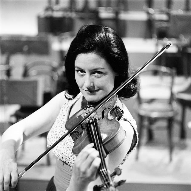 1965_Violinist_Geraldine_O_Grady_Radio_E_ireann_Symphony_Orchestra_in_concert_1965