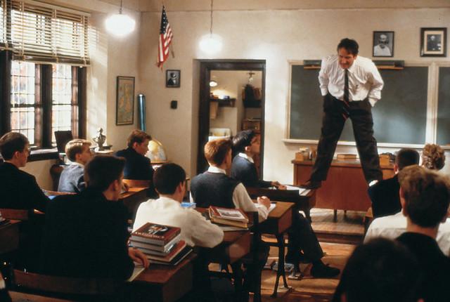 A vida é curta demais para se perder tempo preso na sala de aula.