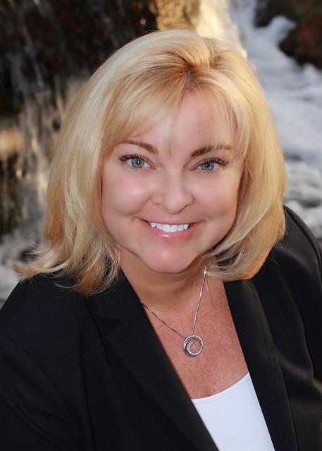 Lynette Fox