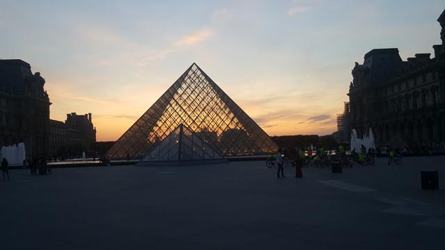 سفرتي باريس والريف الفرنسي مدعم 20170828_204314.jpg