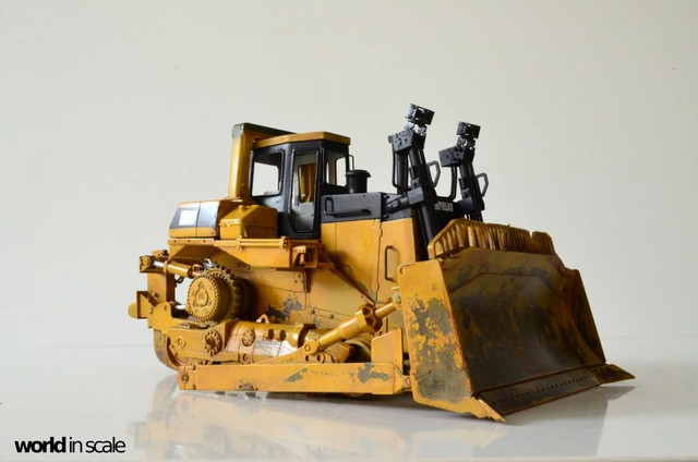 Caterpillar D9 - 1:35 v. Meng (Umbau zur zivilen Version) 23926226_946718125495703_4736185186943379770_o