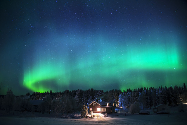 30 House under the northern lights L