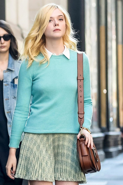 Una pera conferencia. [Isaac Baker] - Página 3 Elle_fanning_on_the_set_of_woody_allen_movie_in_new_york_09_15_2017_2