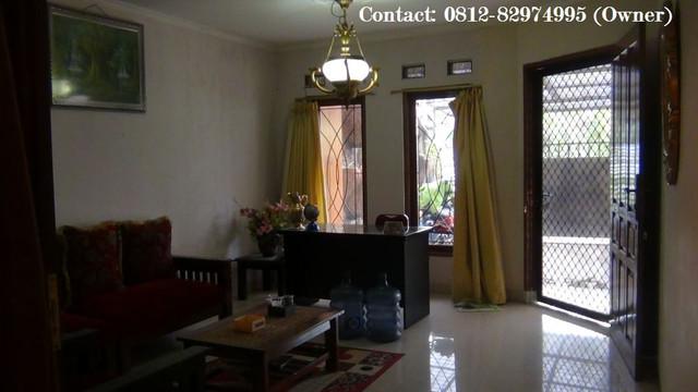 http://preview.ibb.co/hrFuEv/ruang_tamu_di_lantai_bawah_rumah_dijual.jpg