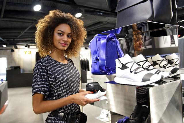 adidas recrute pour son nouveau centre commercial