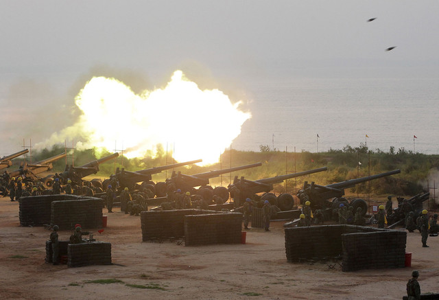 taiwan_military_drill_on_the_island_shore