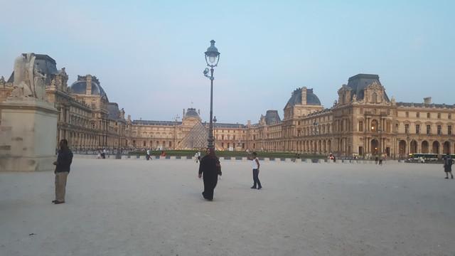 سفرتي باريس والريف الفرنسي مدعم 20170828_205003.jpg