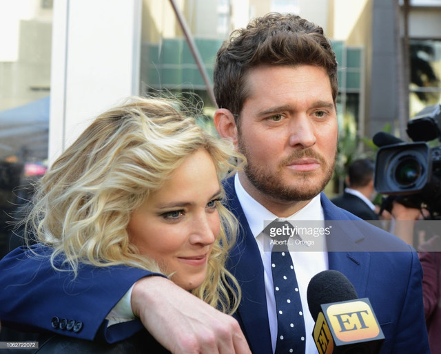 HOLLYWOOD-CA-NOVEMBER-16-Luisana-Lopilato-and-Michael-Bubl-pose-at-the-Star-Ceremony-On-The-Hollywoo