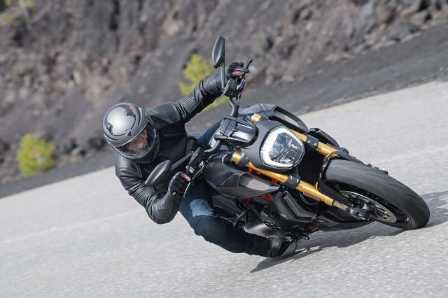2019-Ducati-Diavel-1260-S-18