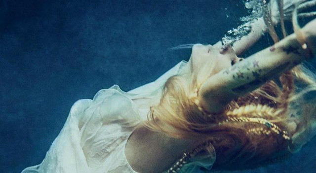 Head Above Water de Avril Lavigne DSTK 748x410 5b9ad7f5691f2