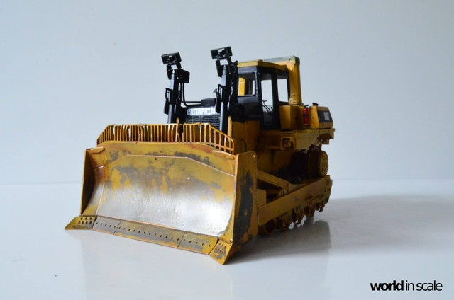 Caterpillar D9 - 1:35 v. Meng (Umbau zur zivilen Version) 23916386_946718175495698_3048414993829620020_o