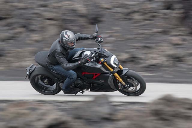 2019-Ducati-Diavel-1260-S-16