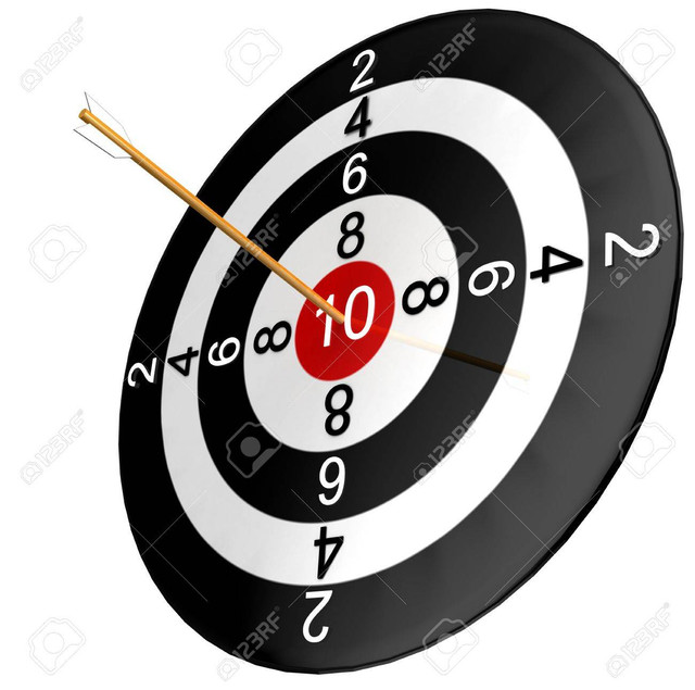 10182888 dartboard with arrow isolated in white background Stock Photo