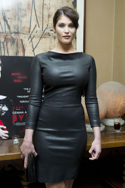 Gemma Arterton 6 Fingers