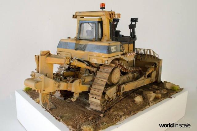 "Caterpillar D9 ""Bulldozer"" - 1:35, based on Meng Models 26172518_964750290359153_7991968603765542436_o"