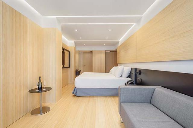 Roomleader_Barcelona_Ronda_Universidad_18_Luc_a_Pons_1500px_15