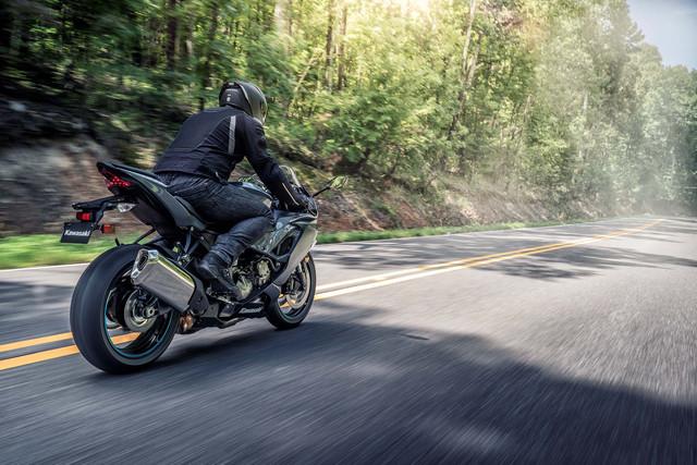 2019-Kawasaki-Ninja-ZX-6-R-02-1.jpg