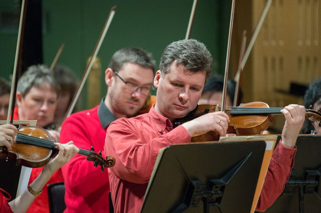 Front_Sebastian_Liebig_Principal_1st_violins_Karl_Sweeney_1st_violin_Catherine_Mc_Carthy_1st_violin_RTE_NSO