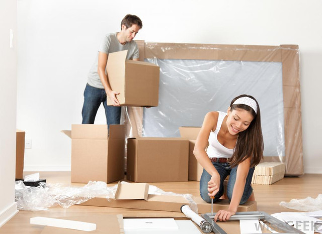 couple_moving_into_new_home