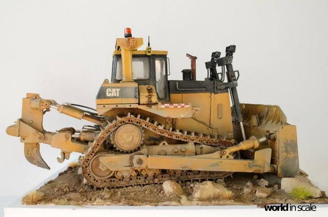 "Caterpillar D9 ""Bulldozer"" - 1:35, based on Meng Models 26172727_964750237025825_2767750108619877629_o"