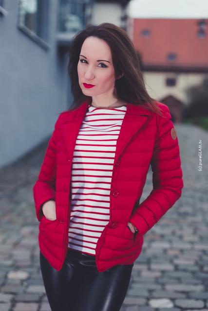Modebloggerin Frankfurt JOTT Jacke in rot Lederhose von Wolford Stiefel von Buffalo OOTD 5